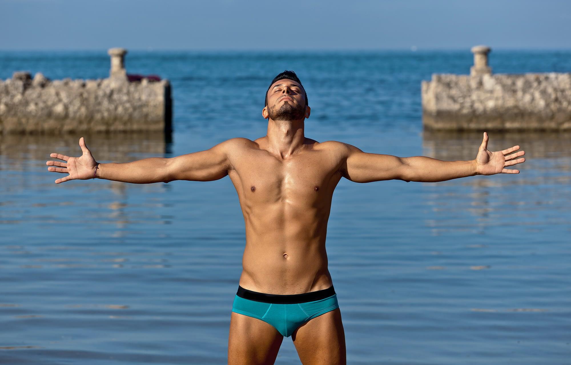 16 Things Hot Guys Do That We Love!