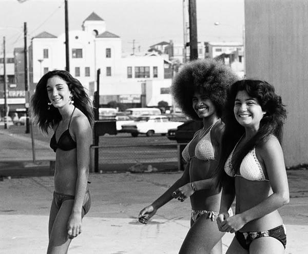 Women walking in Hermosa Beach in the 1970s. Reddit.